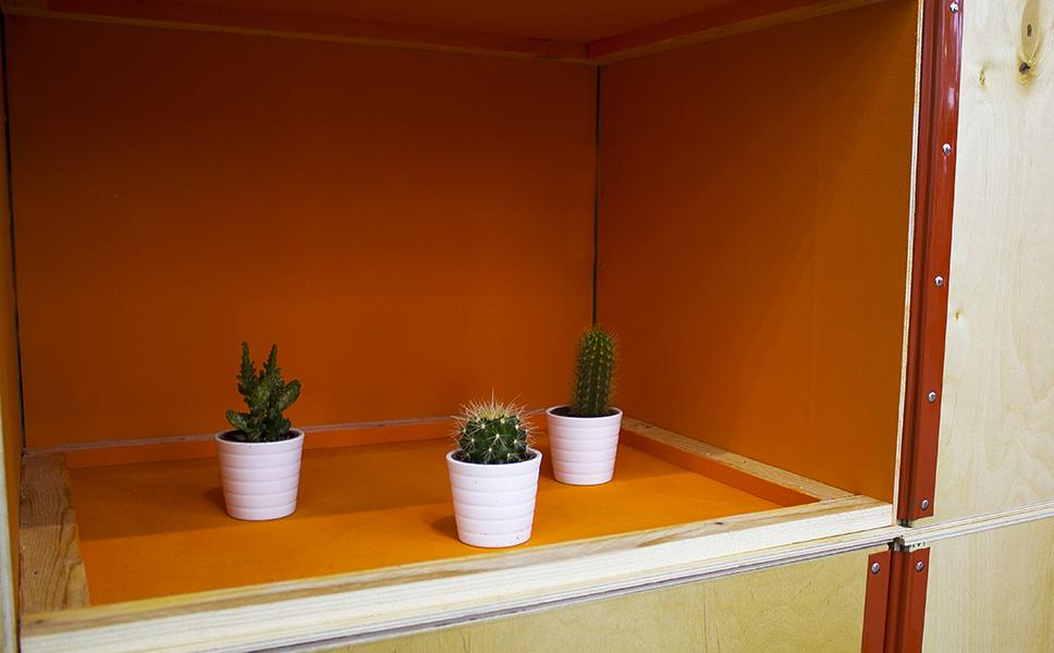 Dettaglio dello stand ecocompatibile a Londra con pareti realizzato con materiale di riciclo. Stand fieristici BwithC